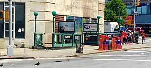 157th Street (IRT Broadway–Seventh Avenue Line) - Downtown entrances