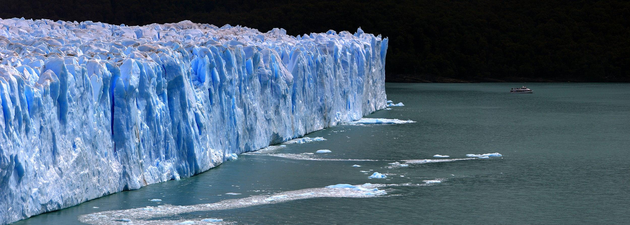 158 - Glacier Perito Moreno - Bateau et glacier - Janvier 2010.jpg