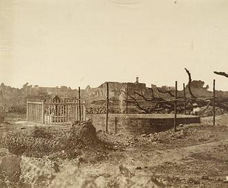 Nana Rao Park - Image: 1858 Kanpur well monument