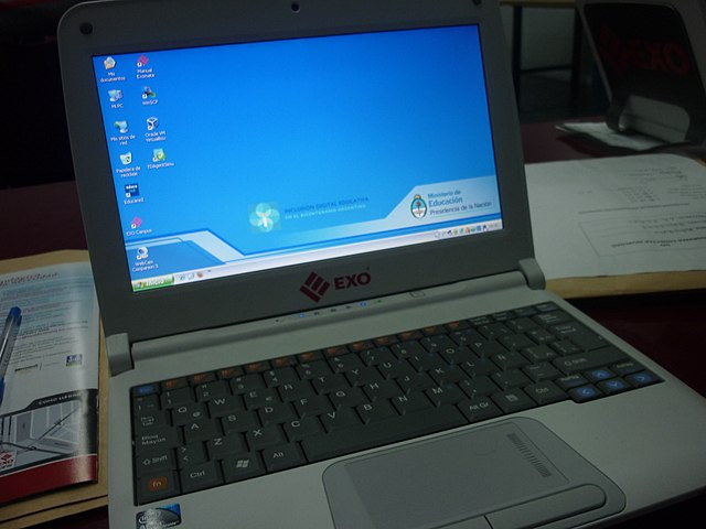 Laptop By Damoreno (Own work) [CC BY-SA 4.0 (https://creativecommons.org/licenses/by-sa/4.0)], via Wikimedia Commons