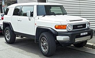 Toyota FJ Cruiser - Image: 2011 Toyota FJ Cruiser (GSJ15R) wagon (2011 11 08) 01