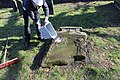 2015-02-17 Alter St.-Nikolai-Friedhof (Hannover), Reinigung Grabmal Jean Joseph La Croix (Fred Jaugstetter und Bernd Schwabe), (23).jpg