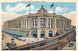 South Station - An early 1900s view of the Atlantic Avenue Elevated in front of South Station; the elevated station was at far right.