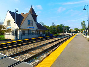 91st Street–Beverly Hills (Metra station) - The 91st Street-Beverly Hills station in October 2015.