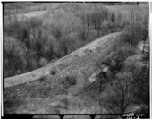 AERIAL VIEW LOOKING SOUTH, SHOWING AQUEDUCT RIGHT-OF-WAY AS IT PASSES OVER MILL RIVER CULVERT. - Old Croton Aqueduct, Mill River Culvert, U.S. Route 9 at Sleepy Hollow Cemetery, HAER NY,60-TARYN,3A-3.tif