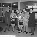 Aankomst Floyd Cramer (links) met The Anita Kerr Singers op Schiphol, Bestanddeelnr 917-7262.jpg