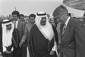 Sultan bin Abdulaziz Al Saud - Sultan bin Abdulaziz Al Saud and Prime Minister of the Netherlands Ruud Lubbers at Airport Schiphol on 15 June 1989.