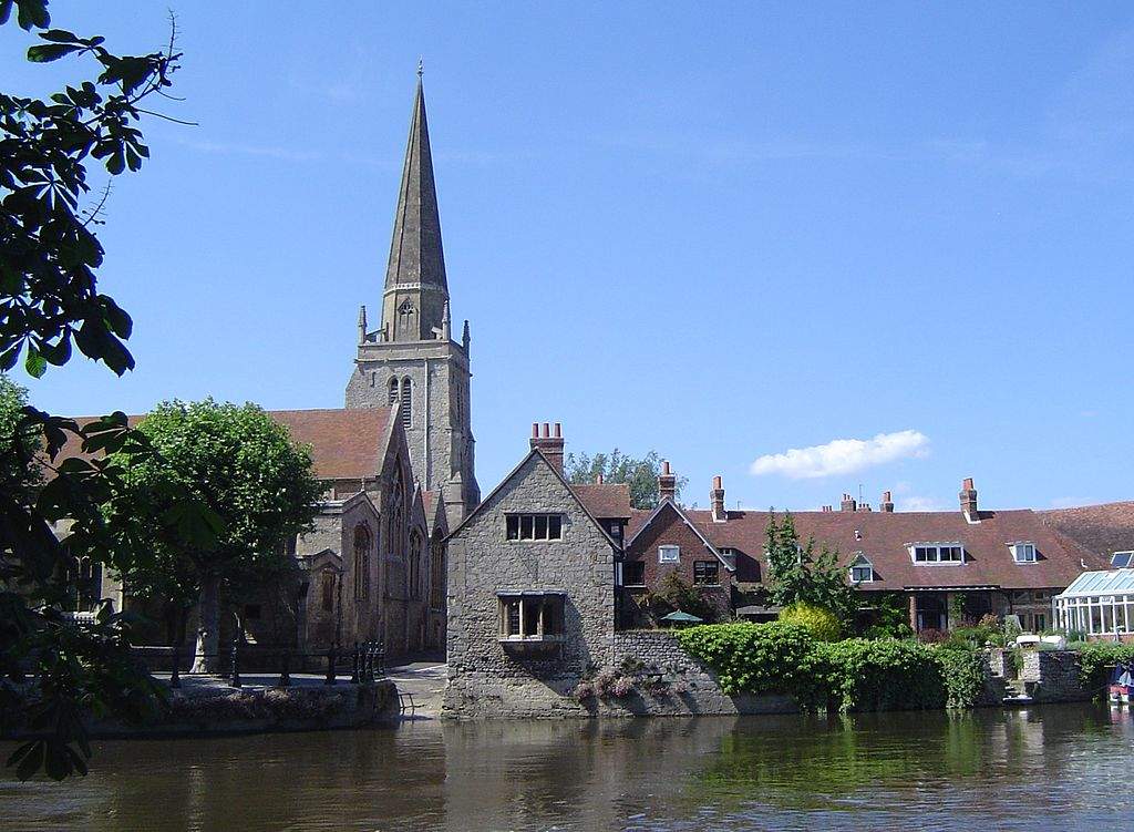 River Thames at Abingdon, Oxfordshire (formerly Berkshire), with the Church of England parish church of St Helen and its 13th century steeple in the background by Motmit. This file is licensed under the Creative Commons Attribution-Share Alike 3.0 Unported license.