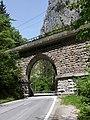 Admont - Nationalpark Gesäuse - Eisenbahnbrücke über die Gesäusestraße.jpg