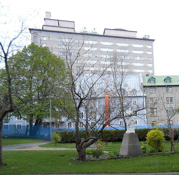 File aile du jardin du monastere des augustines de l hotel for Jardin quebec