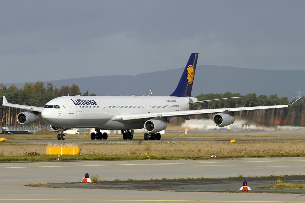 file airbus a340 313x lufthansa wikimedia commons. Black Bedroom Furniture Sets. Home Design Ideas