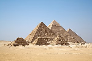 https://upload.wikimedia.org/wikipedia/commons/thumb/a/af/All_Gizah_Pyramids.jpg/300px-All_Gizah_Pyramids.jpg