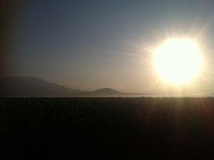 Amanecer para ir a la vendimia en la Sierra de Salinas, Yecla (Murcia).JPG