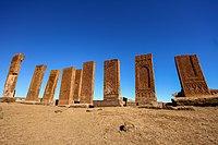 12. yüzyıldan kalma Selçuk Türklerinin tarihi mezarlığında Ahlat, Turkey.jpg antik mezar taşları