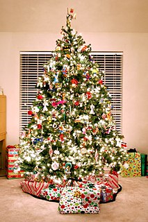 Christmas traditions Traditions of celebrating Christmas around the world