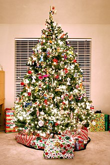 christmas tree fully decorated - Pictures Of Pretty Decorated Christmas Trees
