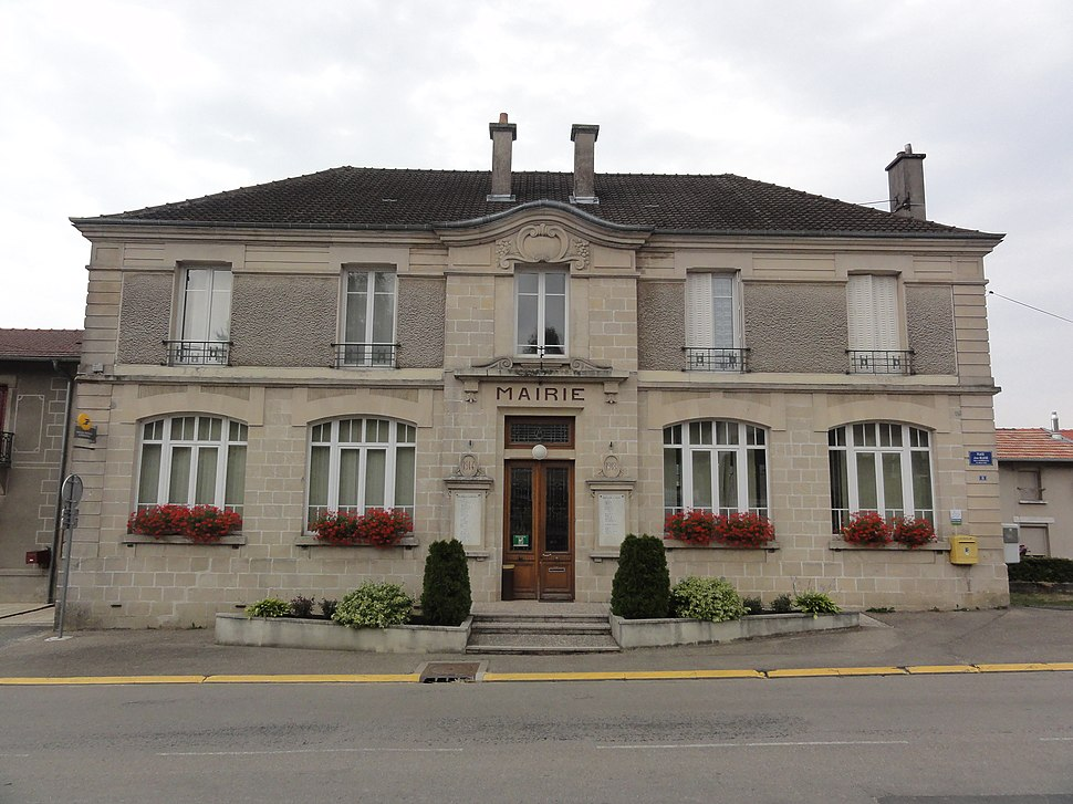The town hall in Aubréville