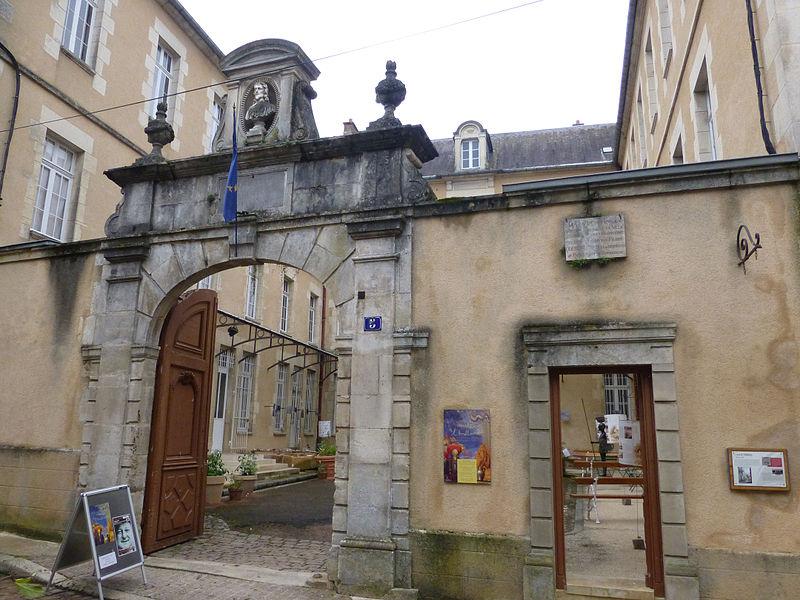 File:Avallon-Musée de l'Avallonnais (4).jpg