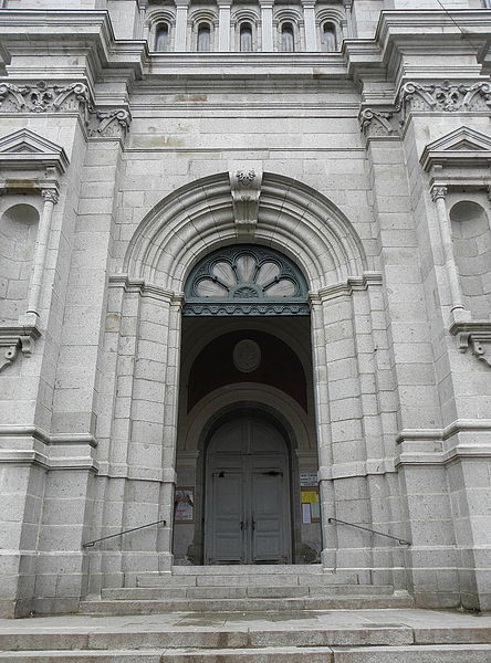 Portail central de la façade occidentale de la basilique Saint-Gervais d'Avranches (50).