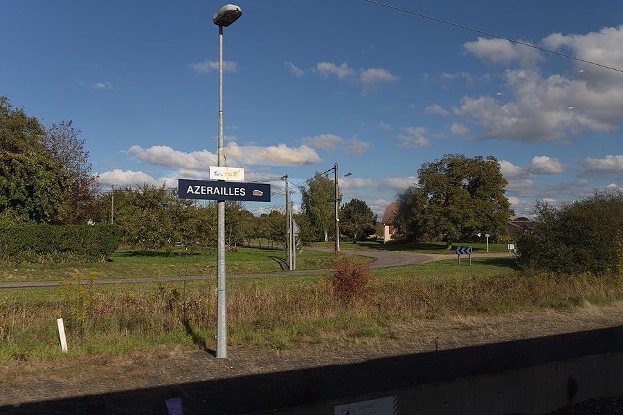 Quai nord de la gare d'Azerailles vu du train.