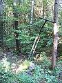 Běleč (KL), rozbitá závora na lesní cestě k Jenčovu.jpg
