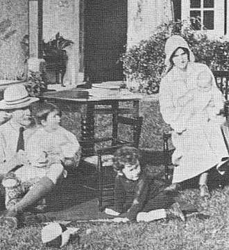 Olave Baden-Powell - Baden-Powell with her husband and their three children in 1917.