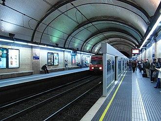 Barcelona–Vallès Line - Image: Barcelona Estació de Diagonal Provença (7482568314)