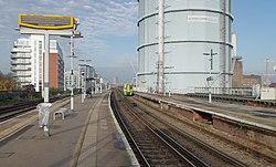 Battersea Park railway station MMB 29 377605.jpg