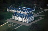 Beauregard castle, aerial view.jpg
