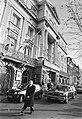 Begrafenisstoet rijdt langs theater Carré in Amsterdam bij de uitvaart van zange, Bestanddeelnr 932-7636.jpg