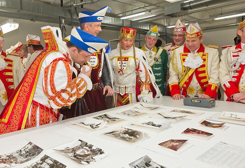 File:Besuch Kölner Dreigestirn im Historischen Archiv der Stadt Köln -9694.jpg