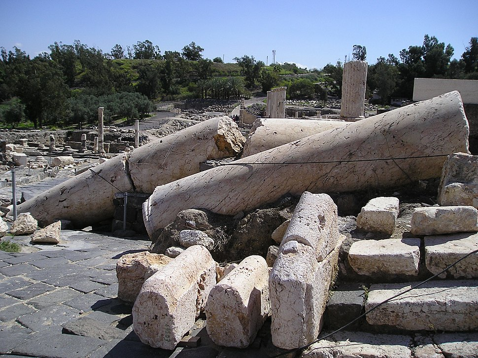 BetShe'an - broken columns in a Roman temple