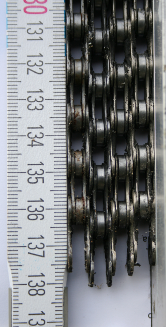 Bicycle chain - Image: Bicycle Chain worn out different length det e