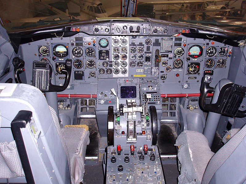 File:Boeing 737-200 Cockpit (6030766901).jpg
