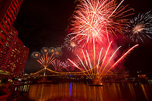 Брисбън: Brisbane Riverfire 2012 Festival fireworks on Story Bridge (IMG7323)