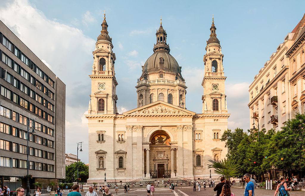 L'imposante Basilique Saint-Etienne dans le centre de Budapest.