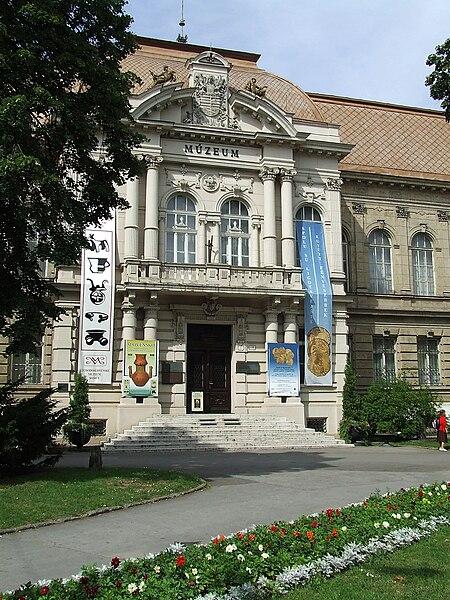 File:Budova východoslovenského múzea v Košiciach.jpg