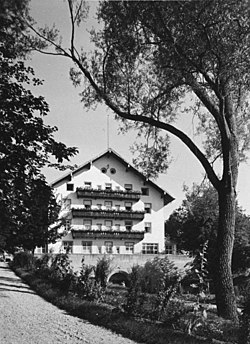 Bundesarchiv B 145 Bild-F051638-0059, Steinhöring, Lebensborn-Mütter-Heim.jpg