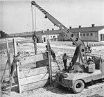 Bundesarchiv Bild 183-93692-0001, Röddelin, LPG, Bau eines Futterhauses.jpg