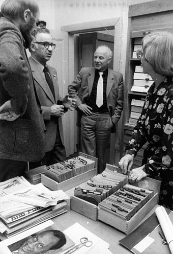 The Robeson holdings in the archive of the Academy of the Arts of the German Democratic Republic, 1981 Bundesarchiv Bild 183-Z0414-148, Berlin, David Silberstein, Franz Loeser.jpg