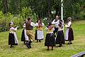 By folkdanslag på Hedemora gammelgård 2014 03.jpg