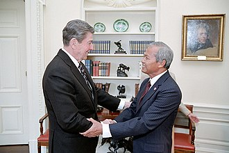Prem Tinsulanonda - President Reagan during a Working Visit of Prime Minister of Thailand Prem Tinsulanonda in the Oval Office in 1984