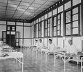 COLLECTIE TROPENMUSEUM De 'Burgerziekenzaal' van het ziekenhuis in Balikpapan Borneo TMnr 10002193.jpg