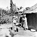 COLLECTIE TROPENMUSEUM Rijststampende vrouwen Bali TMnr 10002915.jpg