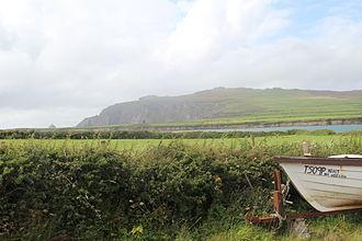 Piaras Feiritéar - Remains of Caisleán an Fheirtéaraigh (in the distance), castle of the poet Piaras Feiritéar, An Baile Uachtarach Thiar.