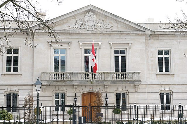 Canadian Embassy in the Hague By Daniel Farrell from Nijmegen, Netherlands (DSC09787  Uploaded by Skeezix1000) [CC-BY-SA-2.0 (https://creativecommons.org/licenses/by-sa/2.0)], via Wikimedia Commons