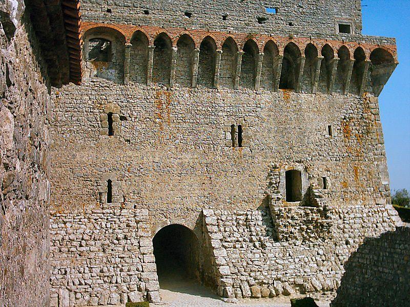 Imagem:Castelo de Ourém (13).JPG