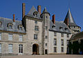 Castle sully france courtyard korr.jpg