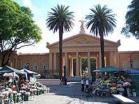 Chacarita cemetery entrance.jpg