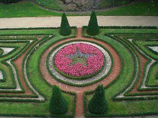 320px-Chateau_angers_jardin_interieur dans CHATEAUX DE FRANCE